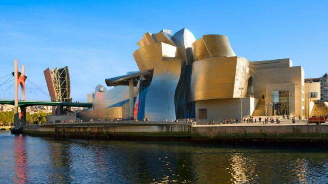O museu Guggenheim foi central na revitalização da cidade espanhola de Bilbao