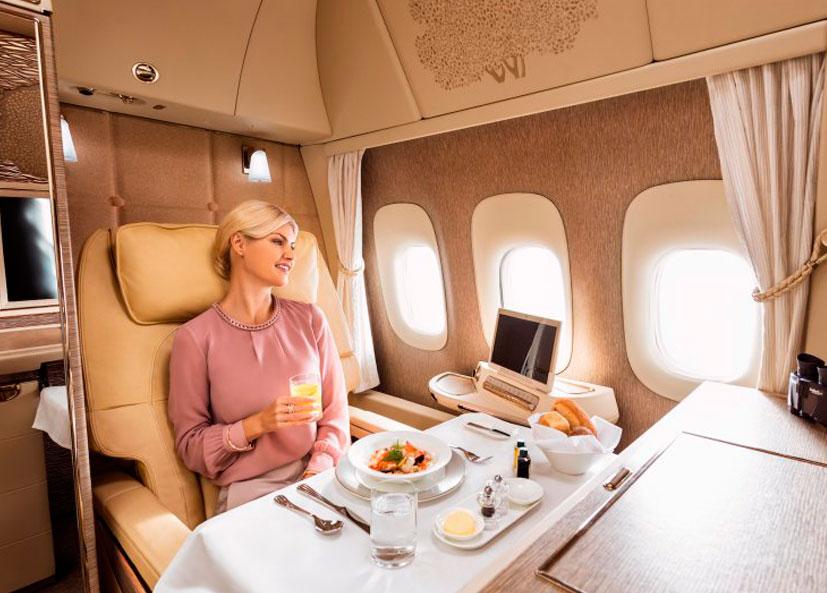 Novo boing 777 da Emirates de primeira classe com suíte privada