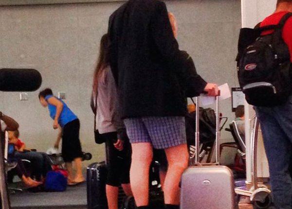 Homem de cuecas no aeroporto, passageiros inconvenientes
